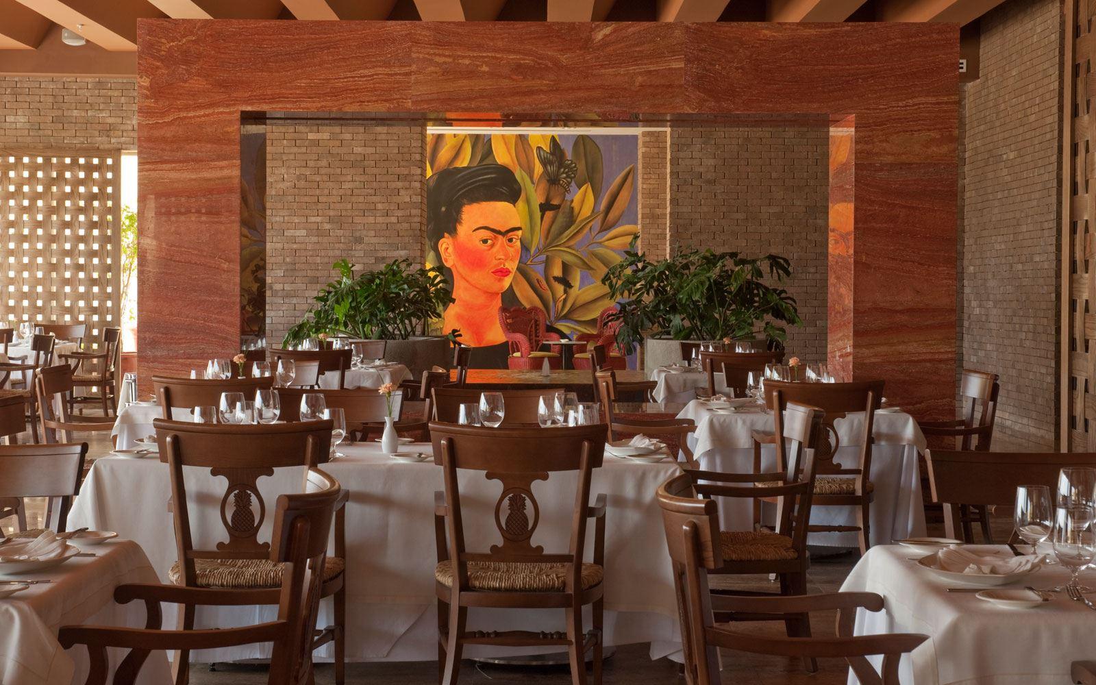 Panama dining room