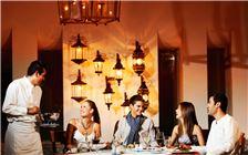 Amigos jantando no Frida